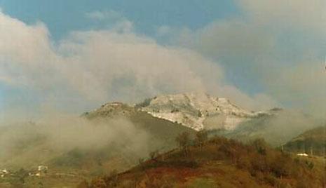 Vista del monte Urko, en Eibar (Gipuzkoa) title=