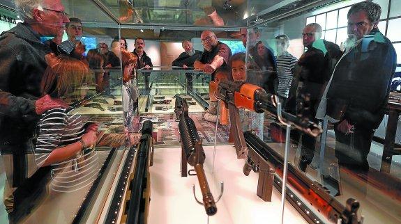 Visitantes conociendo la exposición permanente. Foto; F.Morcheco