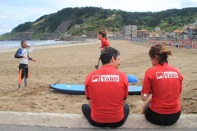 Curso de surf en Deba